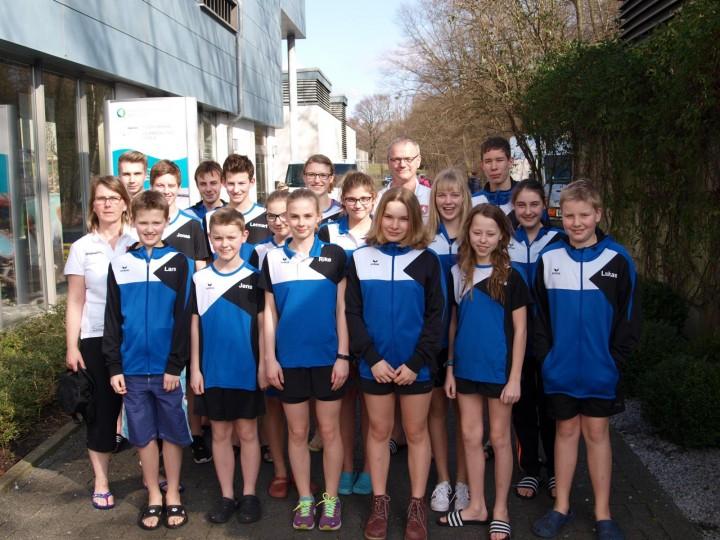 Wettkampfmannschaft der Schwimmabteilung beim Hammer Sparkassen-Cup